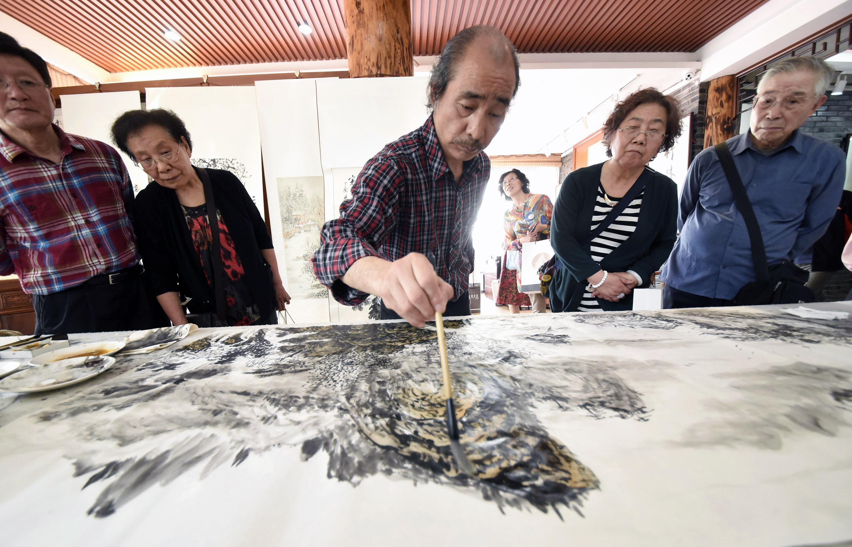 杭州举行纪念中国美院九十华诞校友书画展