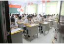 """高考首日青岛开通6条""""高考专车"""" 警车开道用时省一半"""