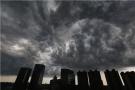 沈阳黑云压城宛如电影大片 气象台:冰雹大风强降雨立刻到