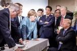 特朗普被曝G7扔给默克尔两块糖:别说我啥都没给你
