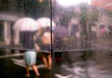 """""""梅姑娘""""一言不合就""""倒水"""" 出门带把伞防晒又防雨"""