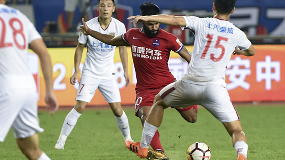 武磊读秒绝杀 上海上港3-2客胜重庆斯威